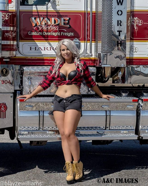 Одну, красивые девушки на фоне грузовиков фото