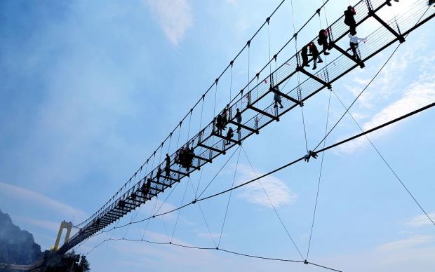 1980 метров над уровнем моря: вКитайской народной республике открыли мост изстекла
