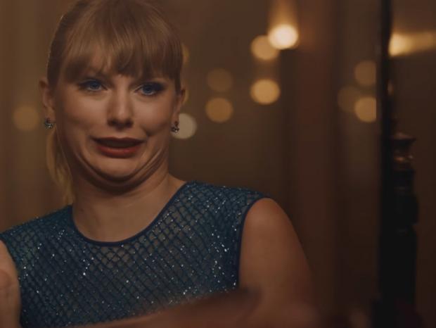 Тейлор Свифт превращается вневидимку вклипе натрек «Delicate»