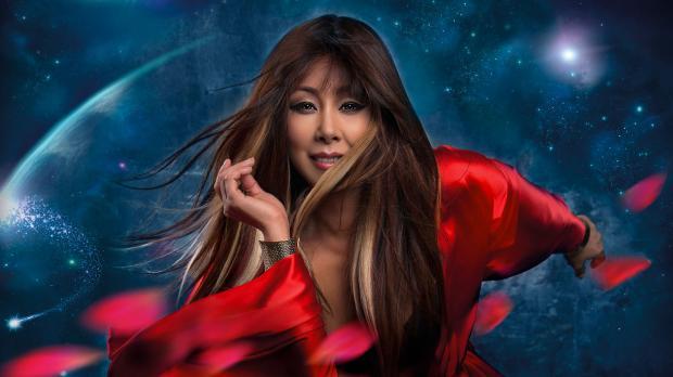 Анита Цой преподала поклонникам уроки макияжа: певица опубликовала три видеоролика