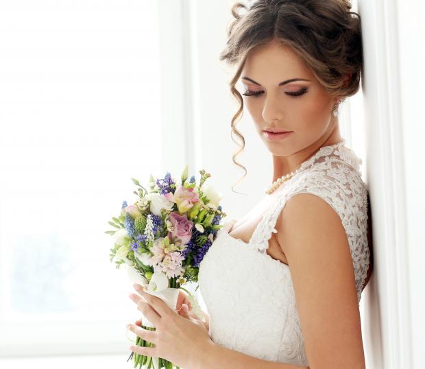 Новая тенденция в моде на свадебные платья: красивые наряды для невесты с эффектом омбре