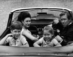 Принцесс Маргарет с мужем и детьми в Кенсингтонском дворце в1969 году