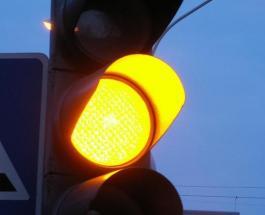 Отмена желтого сигнала светофора в Украине: КМУ рассмотрит данный вопрос