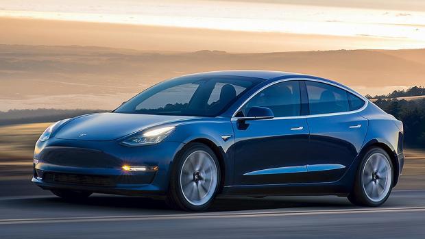 Илон Маск пообещал ночевать назаводе— Спасти Tesla