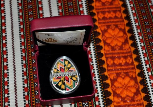 ВКанаде выпустили позолоченные монеты-писанки