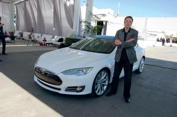 ВTesla Росстандартом направлен запрос оботзыве электрокара Model S