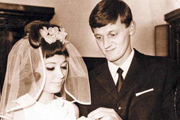 Отец Кристины Орбакайте отмечает день рождения: история любви Миколаса Орбаса и Примадонны