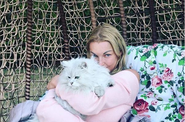 Анастасия Волочкова в платье и на шпильках: новый образ звезды в Сети считают очень удачным