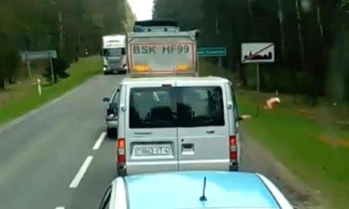 Мусорный конфликт на дороге: белорусы в Польше выбросили мусор который вернулся обратно