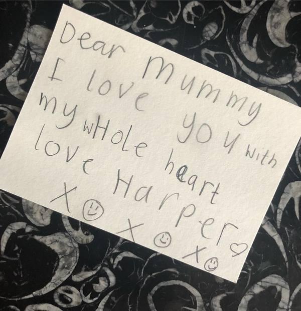 Виктория Бекхэм - счастливая мама: звезда получила трогательное письмо от 6-летней дочери