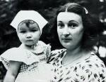 Певица Анастасия Приходько с мамой