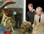 Уильям и Чарльз встречают Гарри после возвращения из Афганистана. (2008)