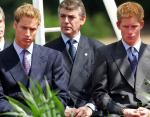 Гарри и Уильям 6 июля 2004 года в Гайд-парке на открытии мемориального фонтана, посвященного принцессе Диане.