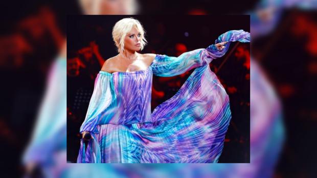 Можно ли в 72 года выглядеть на 40: в Сети обсуждают внешность известной турецкой певицы