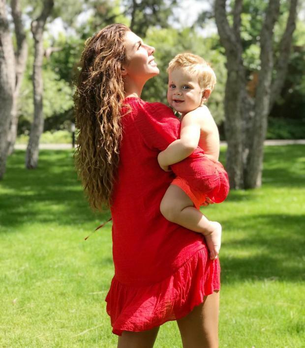 Анне Седоковой запретили постить фото дочери