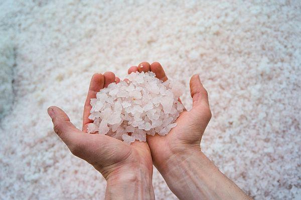 Соль в быту: в каких случаях хлористый натрий - незаменимый помощник