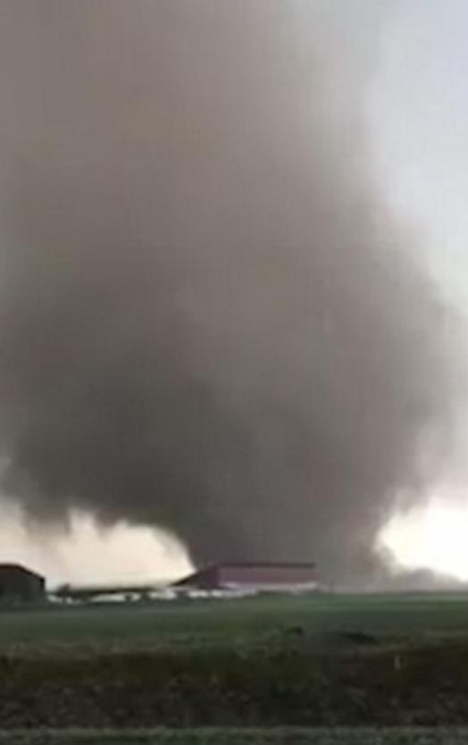 Мощный торнадо на западе Германии разрушил 50 домов и травмировал местных жителей