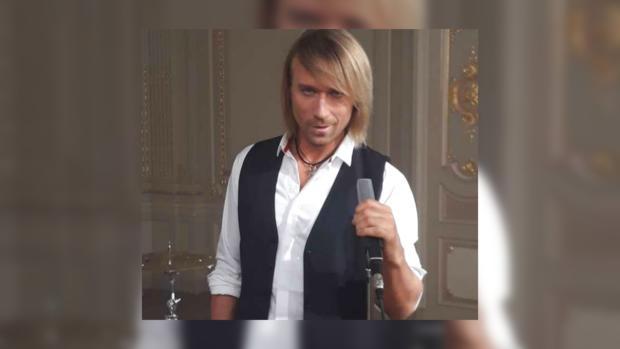 Олег Винник показал ремонт в студии где репетирует выступления для нового тура