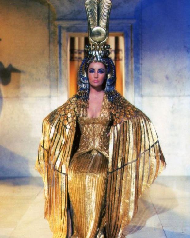 Элизабет Тейлор - жертва собственной красоты: какая болезнь сделала ее иконой Голливуда