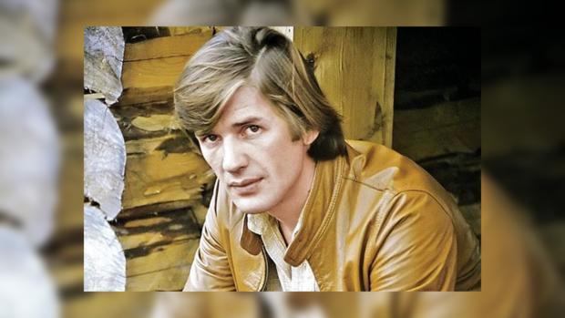 Сегодня народному артисту РФ Александру Абдулову исполнилосьбы 65 лет