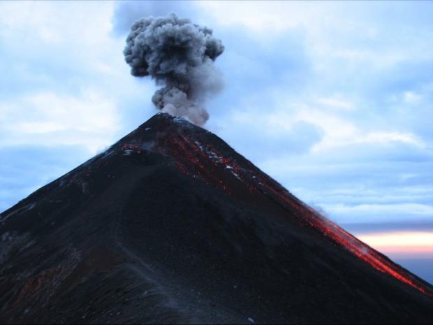 Число погибших извержения вулкана вГватемале достигло 100 человек
