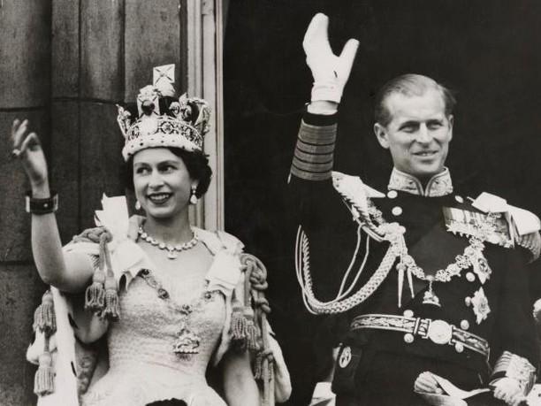Самый популярный образ Елизаветы II: какой портрет королевы чаще всего печатался