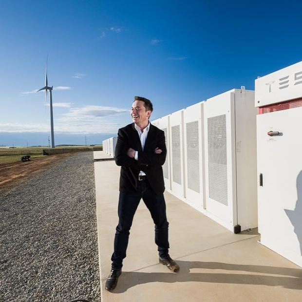 """Tesla наращивает производство Model 3: сборка машин в """"палатках"""" оказалась успешной"""