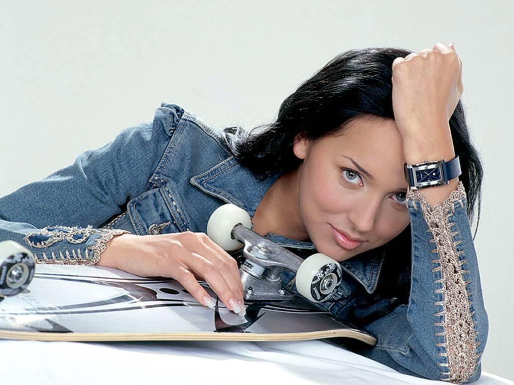 foto-seks-skromnaya-devchonka-vse-pokazala-zhenskoe