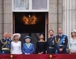 Королевская семья: стиль одежды британских монархов от лоска до сельской простоты