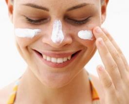 7 самых важных областей на теле где дерматологи рекомендуют применять солнцезащитный крем