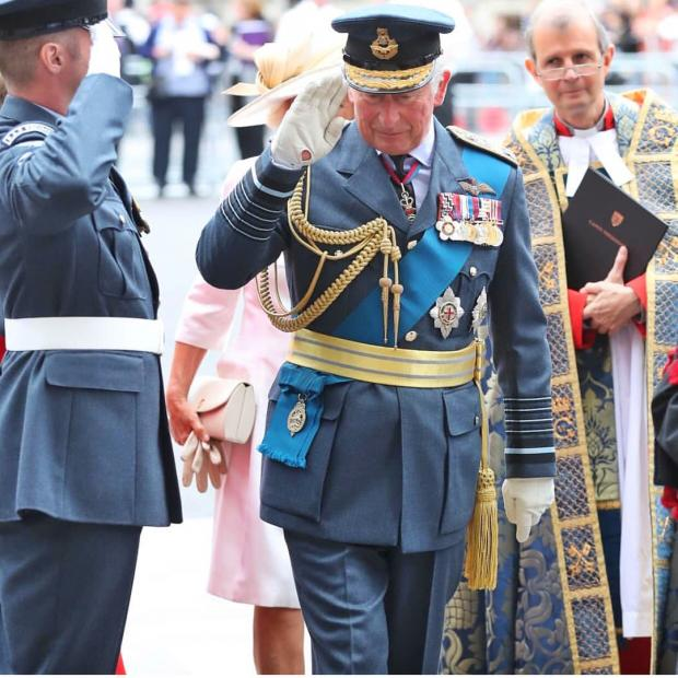 Елизавета II в ближайшее время может отречься от престола: станет ли Принц Чарльз королем