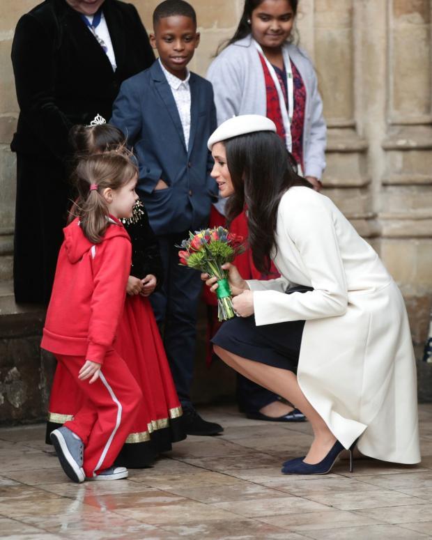 Как королевская семья будет защищать Меган Маркл отнападок отца