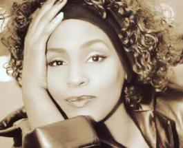 55 лет со дня рождения Уитни Хьюстон: жизнь и трагическая смерть яркой артистки