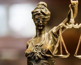 Старший аркан Справедливость: значение и положение в картах Таро