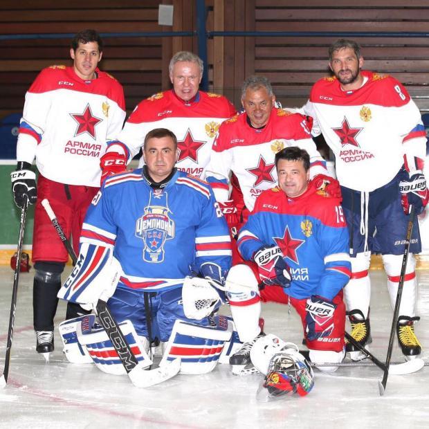 Александр Овечкин с командой