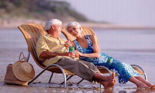Пенсионеры на море