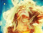 Новый модный тренд в Инстаграм: девушки массово красят волосы в желтый цвет