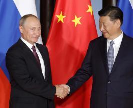 Встреча глав России и Китая: политики вместе приготовили блины с черной и красной икрой