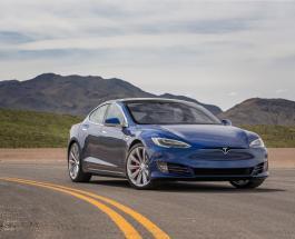 30-метровый полет Tesla S сняли на видео: ДТП произошло из-за невнимательности водителя