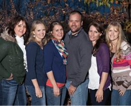 Брэйди Уильямс - плодовитый многоженец: семья американца состоит из 5 жен и 25 детей
