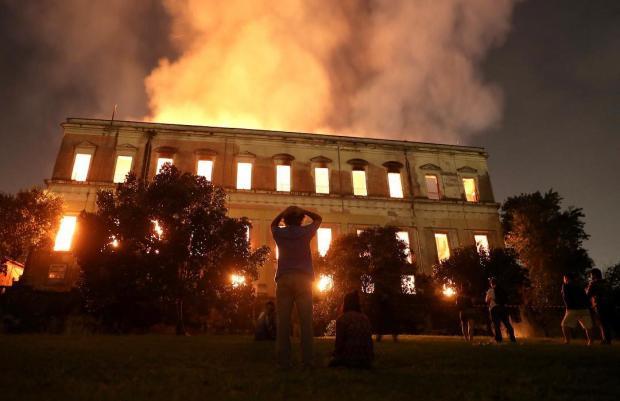 ВРио сгорел Национальный музей Бразилии: уничтожено неменее  20 млн экспонатов