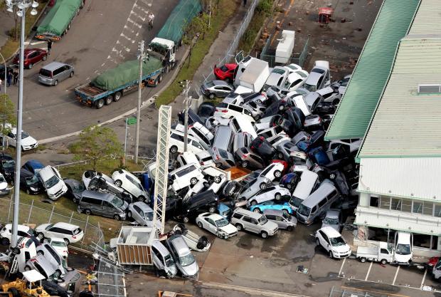 Япония подверглась удару тайфуна Джеби: уже есть первые жертвы – погибшие и раненые