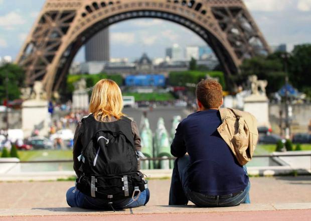 туристы Париж