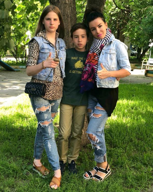 Юля Волкова с детьми
