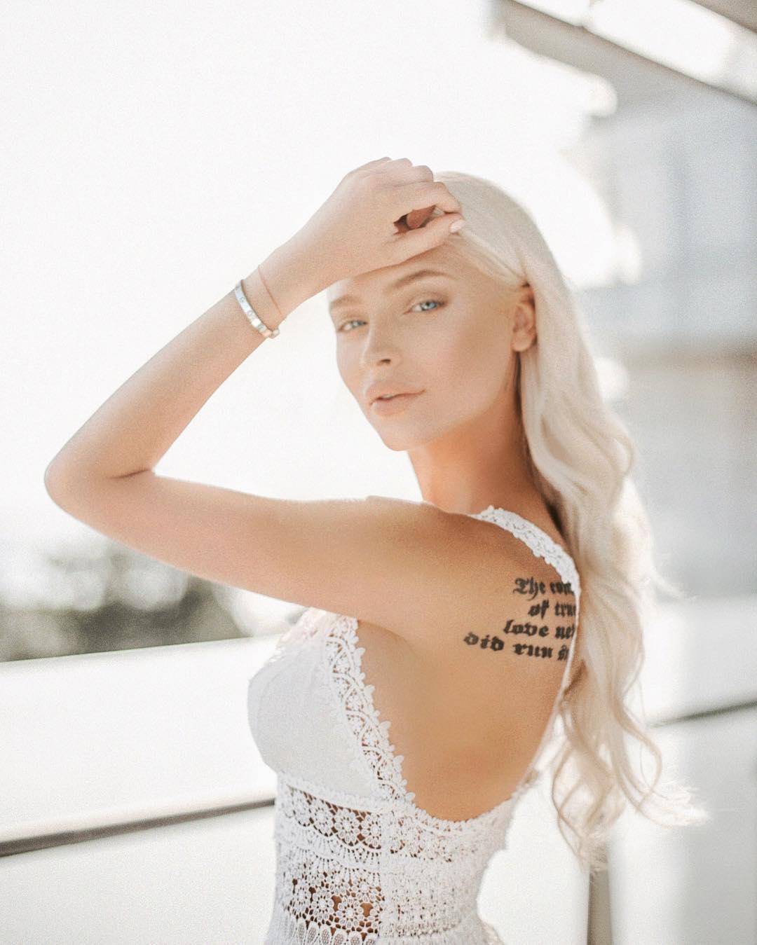 Восхитительная блондинка фото, зрелые женщины в теле фото видео