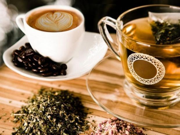черный чай и кофе
