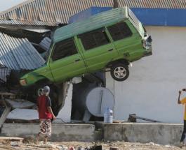 Последствия цунами и землетрясений в Индонезии: впечатляющие фото разрушений