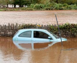 Наводнение в Великобритании: данные о погибших и первые фото последствий шторма Каллуми