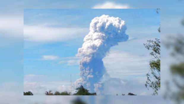 вулкан Сопутан Индонезия