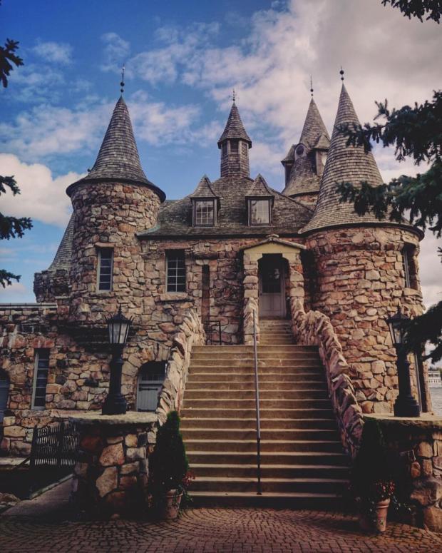 Купить замок на острове купить домик в болгарии у моря недорого